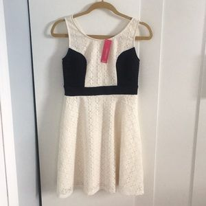 XHILIRATION LACE DRESS